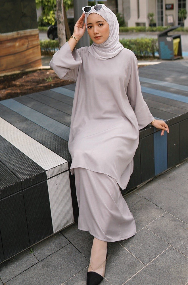MADONNA PLAIN KURUNG (GREY)