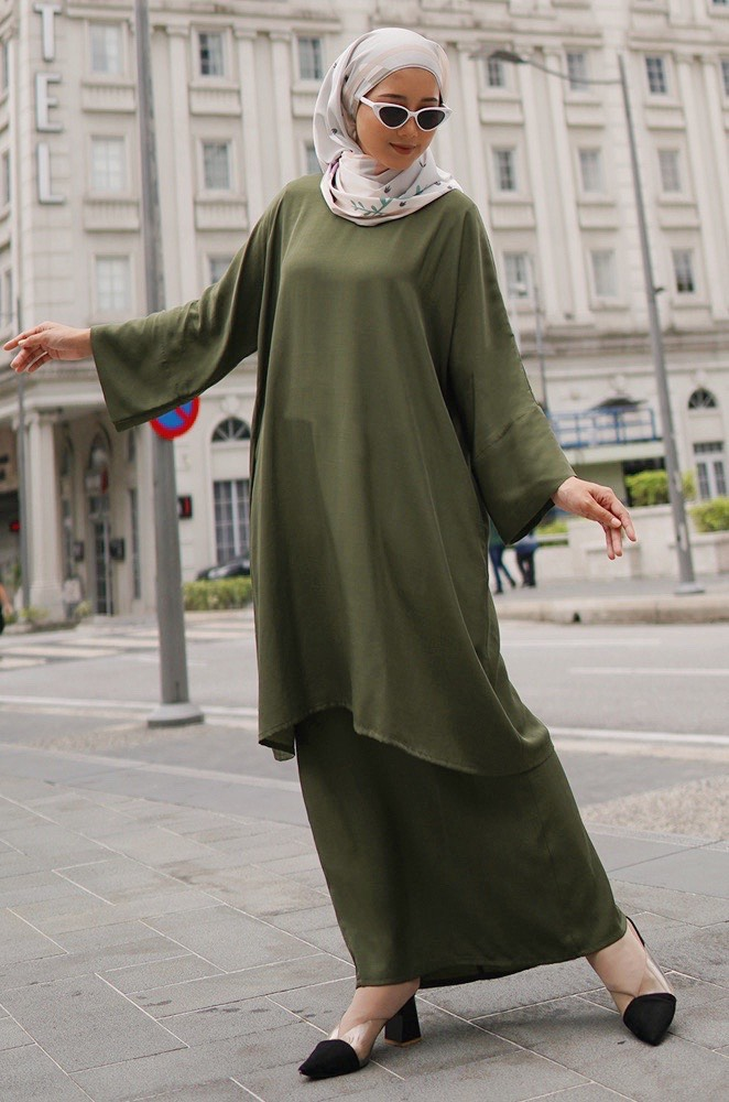 MADONNA PLAIN KURUNG (ARMY GREEN)